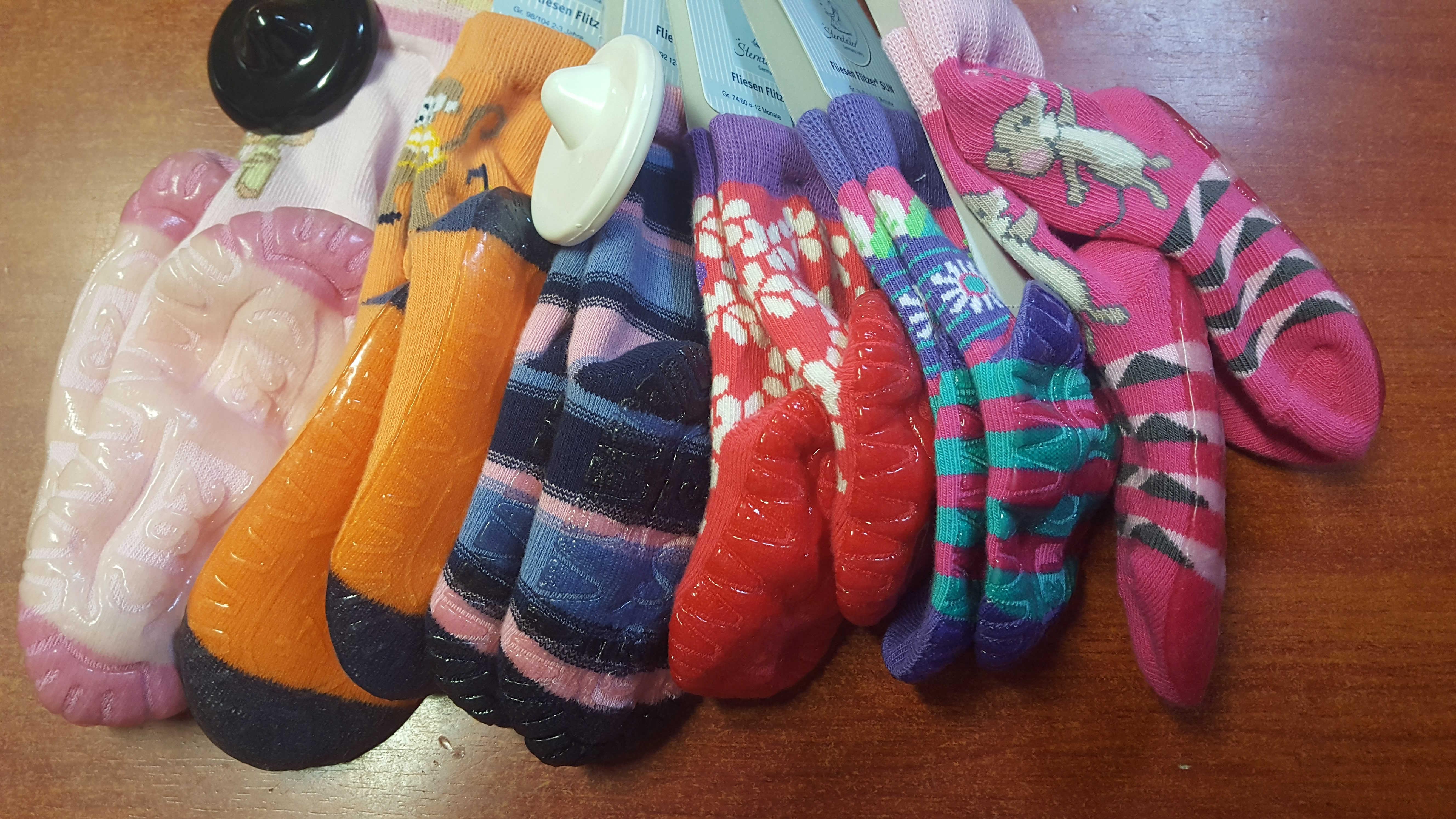 Sterntaler csúszásgátlós vastag zokni 23-24 lány - Brumi Maci Bababolt 736e2112ff